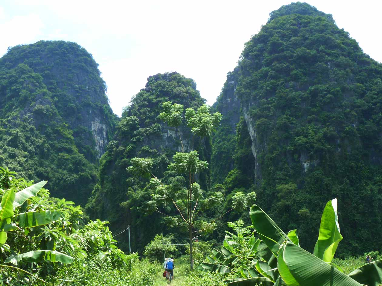 Karst formations that could be in Lord of the RIngs.