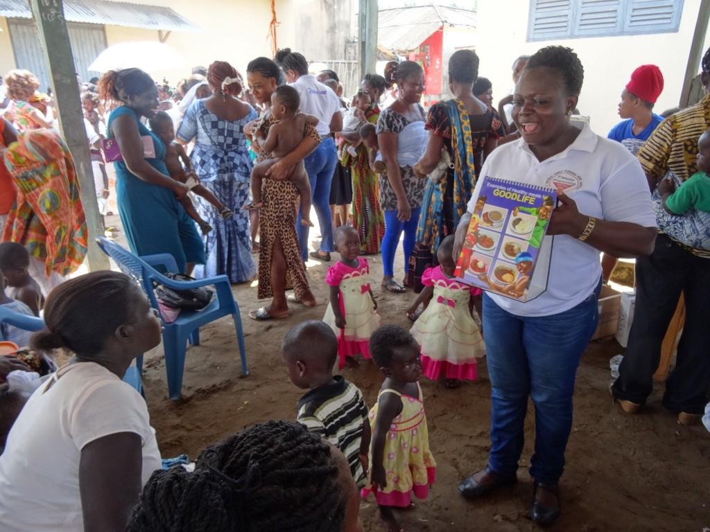 Judi gives moms nutrition tips at Essiama market.