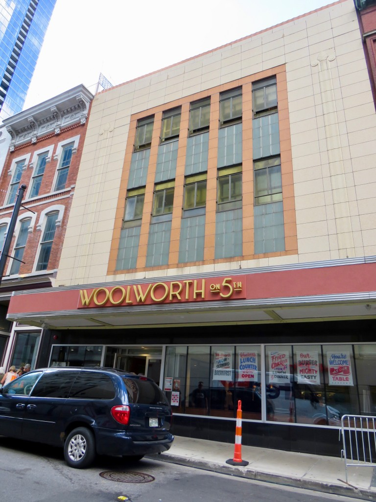 Woolworth-Exterior